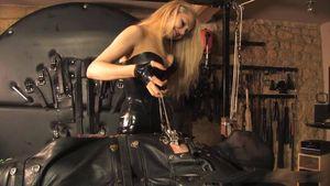Mistress Eleise De Lacy - Floating Torment