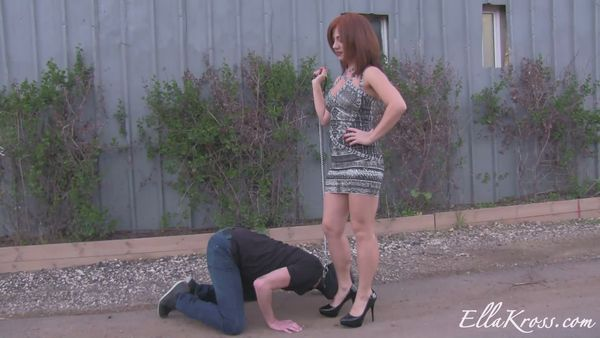 new 07.06.2015 Humiliating a Slave out in the Open