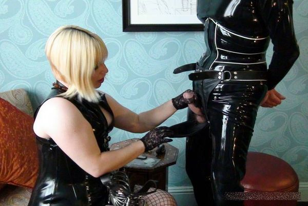 AliceInBondageLand - Chastity Fashion Show - Mr S Leather Belt