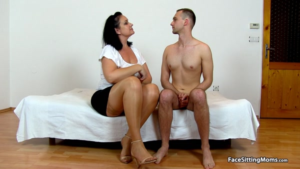 FaceSittingMoms - Danielle - Mature Face Sitting on her Slave