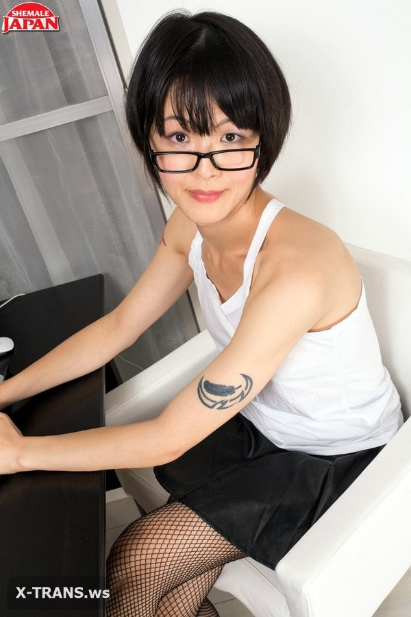 ShemaleJapan: Yoko Arisu (Up Yoko's Skirt)