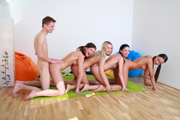 Фото голые девушки и парни порно 16708 фотография
