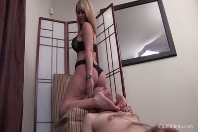 Clubstiletto - Mistress Kandy - Mommy Facesits Her Son
