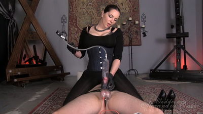 Goddess Alexandra Snow - Pumped Until He Leaks