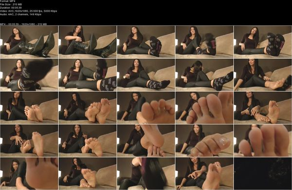 DreamGirlsInSocks - Angela Andacutes - feet in your face