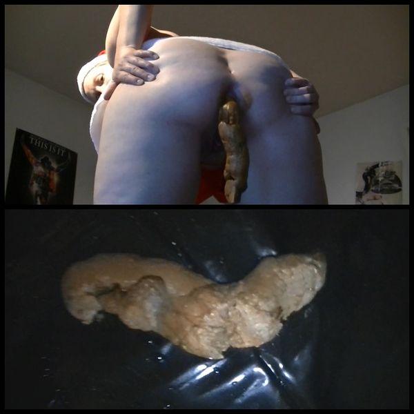 Sexy Santa shits blantant giant sausage – Sexy Nikolä usin scheisst eine mega Riesenwurst