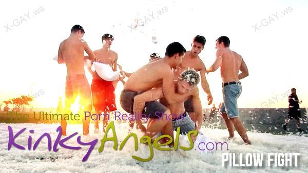 BelAmiOnline: Kinky Angels (Pillow Fight)