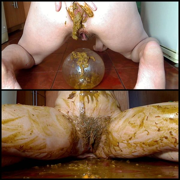 Shower of shit and urine – Solo Scat, Poopping, Shitting