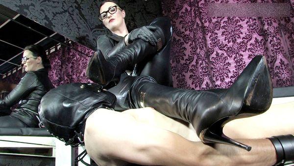 FemmeFataleFilms - Lady Victoria Valente - Humiliation Wank complete