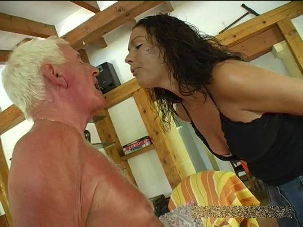 FemdomShed - Bratty Princess - Spitting in the faggots face