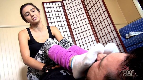 BrattyFootGirls - Nikki Next - Stinky Smelly Gym Feet