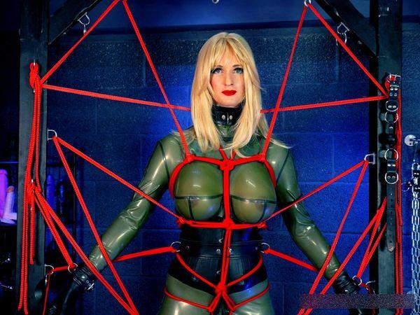 TheEnglishMansion - Mistress Sidonia - Boyfriend Caught Dressing