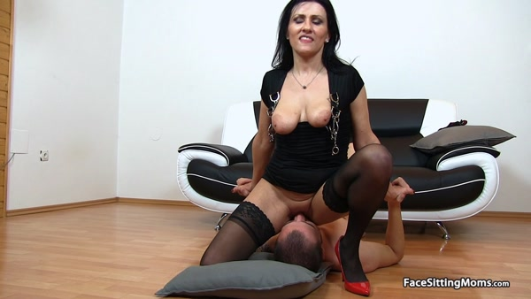 FaceSittingMoms - Marta - Mature Face Sitting on her Slave