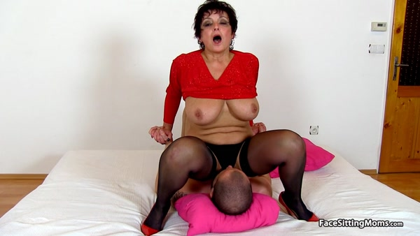 FaceSittingMoms - Greta - Mature Face Sitting on her Slave