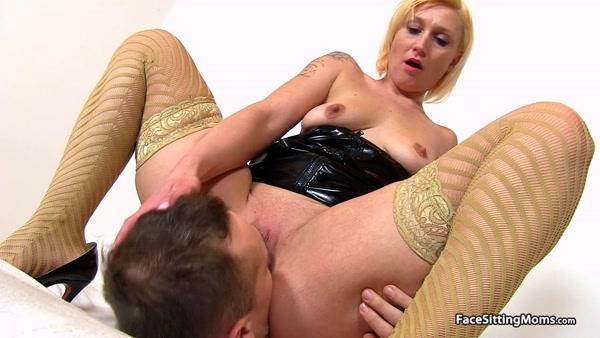 FaceSittingMoms - Dita - Mature Face Sitting on her Slave