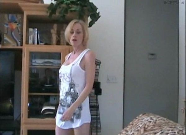 Dont read porn magazines boy when mama can suck you - 1 part 5