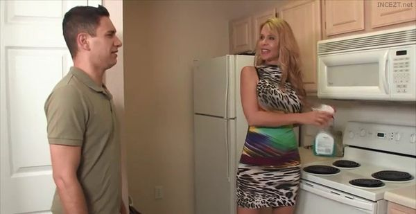 Mom's Attitude Adjustment – Desi Dalton HD