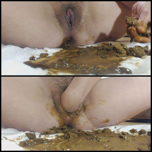 I masturbate clitoris with shit