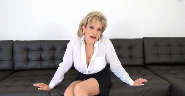 Lady Sonia – Aunt Sonia Has Secretly Been Watching You Wank HD