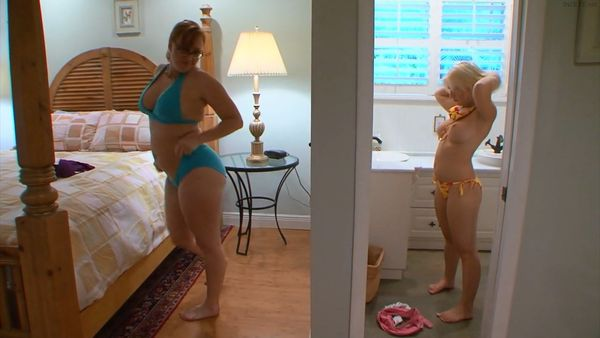 Mommy And Daughter Share Club HD