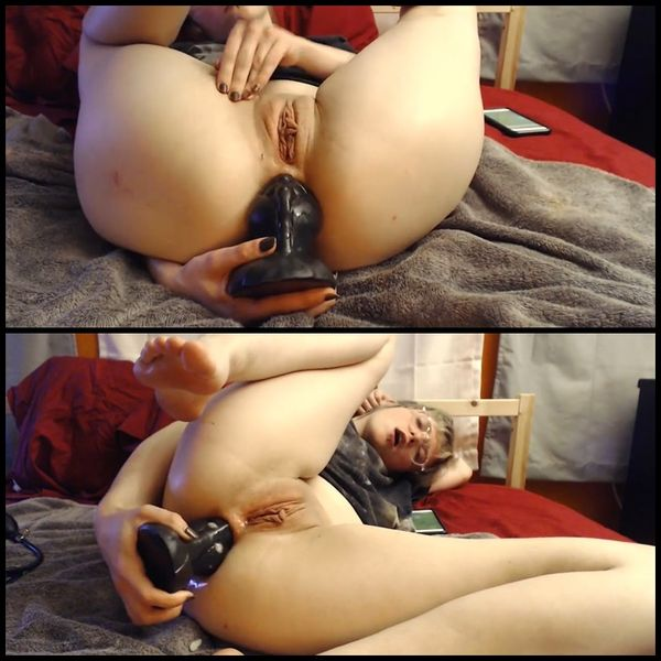 Fat toy in ass