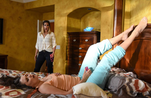 Allie Haze, Val Dodds – Give Me Your Ass Or Get Out Of My House! HD