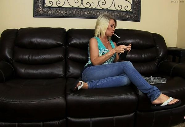 StepMom Reads Text – Shares Your Fantasy HD MP4 1080p