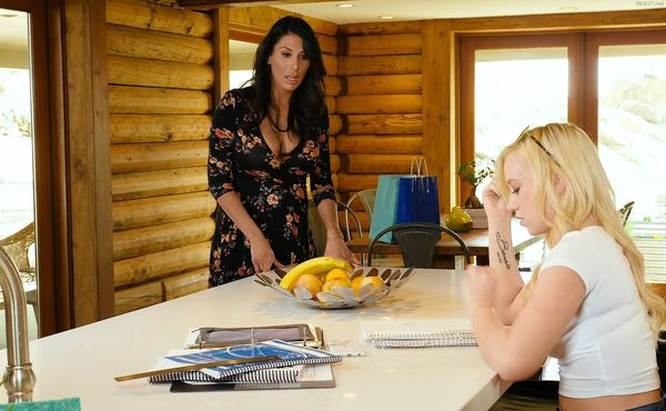 MomkNowsBest – Bailey Brooke and Makayla Cox – Studying and Spanking HD