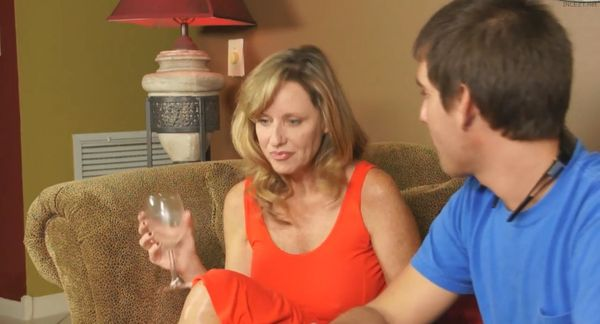 Mother gives-in to Temptation – Jodi West HD