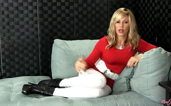 Sexy MILF and StepMom Nikki 3 More New Hot Vids in HD
