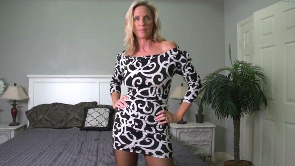 Jodi West – Gives Handjob Wearing Pantyhose HD