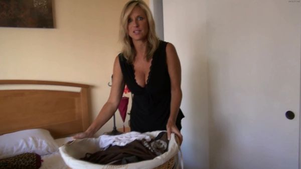 Jodi West – Mommy Does The Laundry And Tug Jobs HD