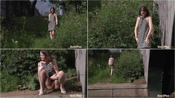 [16.08.17] Posh Babe Peeing - Got2Pee (1080p)