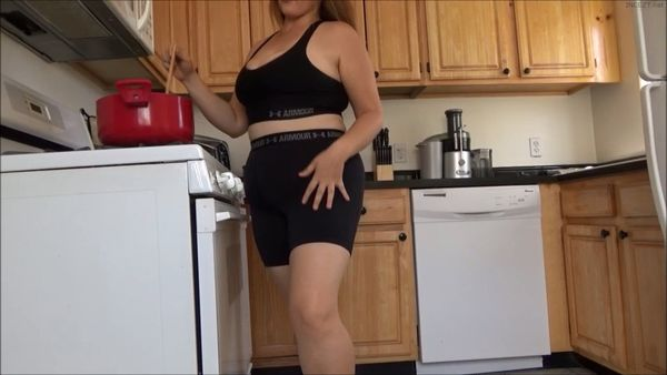 Mistress Janet – Mommy Cuddles and Cums HD