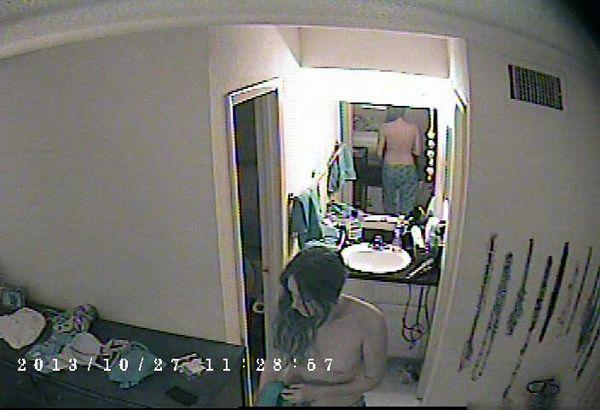 скрытая камера в комнате пожилых нравится раздвигать