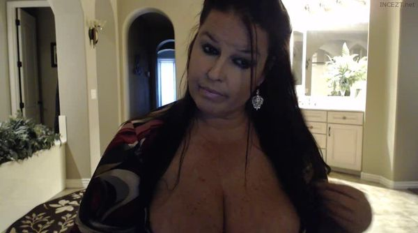 WebcamBarbie – Mommy Roleplay