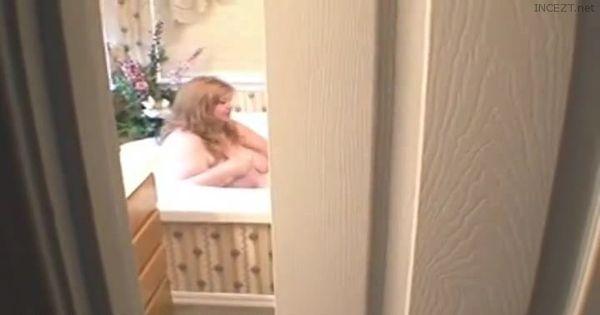 Spying On Mommies Bath!
