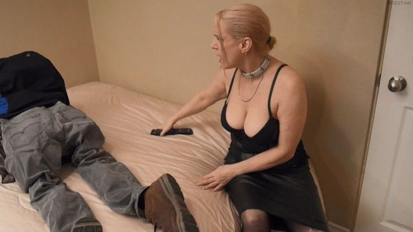 Gartersex – Stepmom Punishes Xbox Loving Son HD