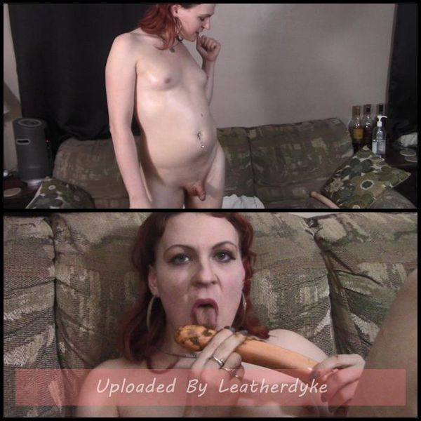 Licking a shitty dildo med Transgirl Lycha | Full HD 1080p | Utgivningsår: April 15, 2018