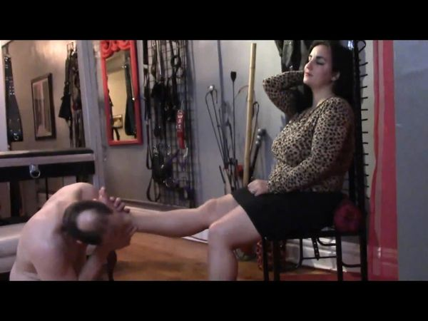 Mistress mass sniffing clips