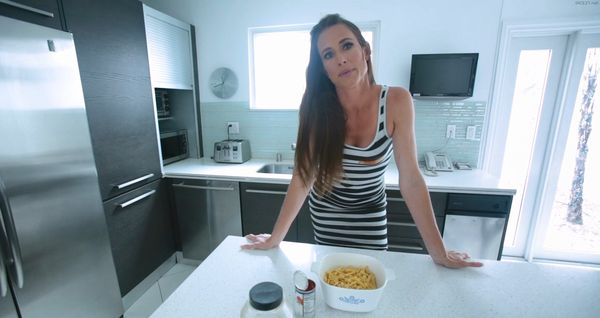 Sofie Marie – Stepmoms Little Helper HD