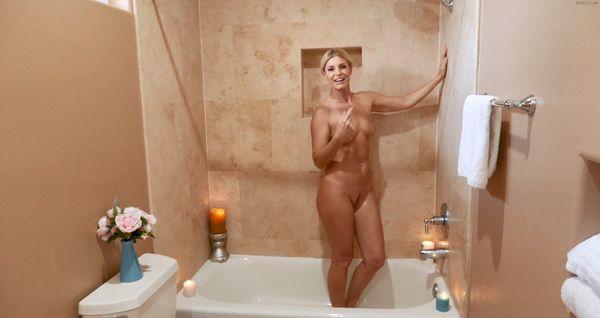 India Summer – Stepmom Is Horny Under Shower HD