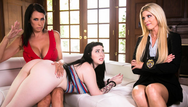 India Summer, Reagan Foxx & Amilia Onyx – Caught by the Cop HD [Untouched 1080p]