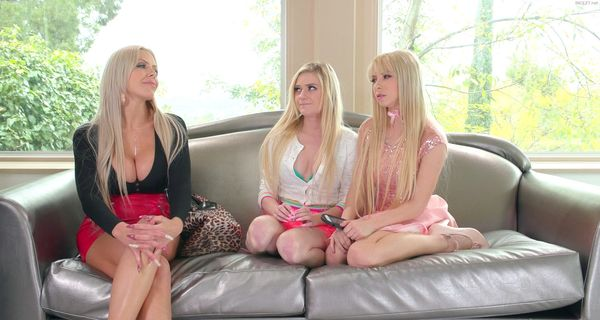 Chloe Foster, Nina Elle & Kenzie Reeves – Mommy Squirts on Us HD [Untouched 1080p]