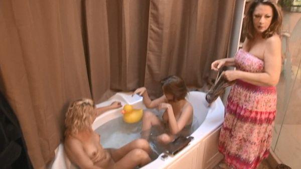 SISTER'S BATH TIME HD VERSION