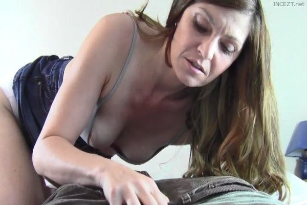 Taboo Mom Natasha – Moms Panty Seduction!