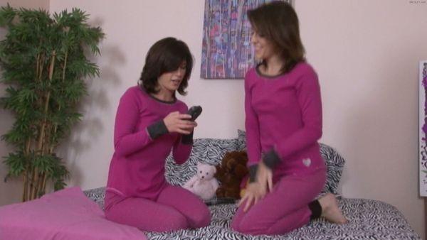 Twins Sisters 4 Hot HD Vids!