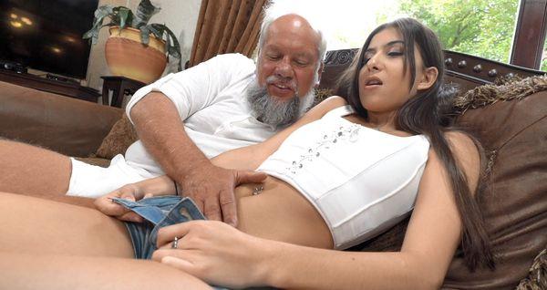 Anya Krey – Daddy Issues HD