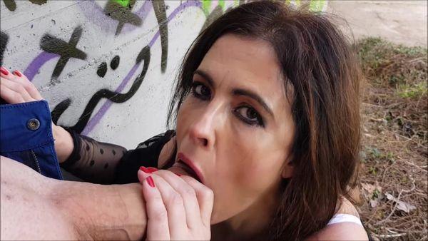 Public Blowjob In The Park [ManyVids] Montse Swinger (1 GB)