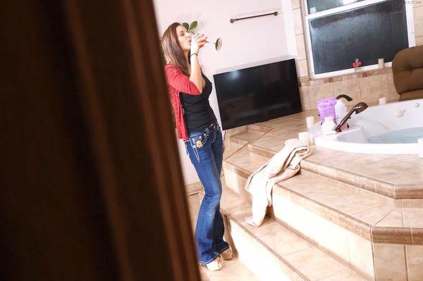 Aunt Mandy's Special Christmas Surprise: Blowjobs Mandy Flores HD